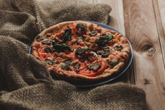 Geschmackvolle Pizza Lizenzfreies Stockfoto