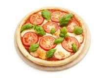 Geschmackvolle Pizza Caprese getrennt Lizenzfreies Stockbild
