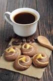 Geschmackvolle Plätzchen mit Kaffee Stockfotografie