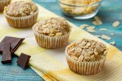 Geschmackvolle Zuckermuffins mit Mandel und Walnüssen Lizenzfreie Stockbilder
