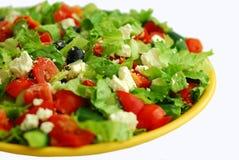Geschmackvoller griechischer Salat mit Feta Stockbild