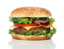Geschmackvoller Hamburger lokalisiert auf Weiß Stockbilder
