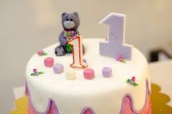 Geschmackvoller Kuchen für ein jähriges Baby Stockfotografie