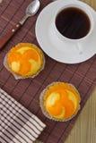Geschmackvoller orange Kuchen zwei Stockfoto