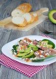 Salat mit jamon und Avocado Lizenzfreie Stockfotografie