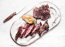 Geschmackvoller Schnitt gegrilltes Fleisch lizenzfreie stockbilder