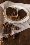 Geschmackvoller Toast mit Erdnussbutter auf einer Platte Stockbilder