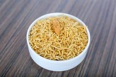 Geschmackvolles bikaneri bhujia namkeen in der Sch?ssel stockfotos
