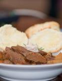 Geschmackvolles Fleisch- und Kartoffeleintopfgericht Stockfotos