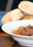 Geschmackvolles Fleisch- und Kartoffeleintopfgericht Stockbilder