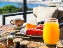 Geschmackvolles Frühstück morgens Stockbild