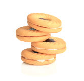 Geschmackvolles Gelb backte Plätzchen mit roter Beerenmarmelade lizenzfreies stockfoto