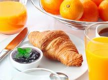 Geschmackvolles kontinentales Frühstück Stockfoto
