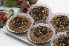 Geschmackvolles Muffin mit Schokoladen- und Mandelkuchen Lizenzfreies Stockfoto