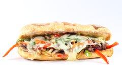 Geschmackvolles Rindfleischsteaksandwich mit Zwiebeln, Pilz und geschmolzenen Provolonen lizenzfreies stockbild