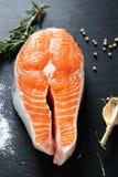 Geschmackvolles rotes Fischsteak lizenzfreie stockfotografie