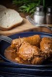 Geschmackvolles Rouladenrindfleisch auf Platte Stockfotografie