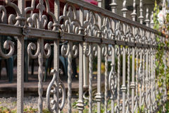 Geschmiedeter Zaun im alten Teil von Liberec Lizenzfreies Stockfoto