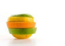 geschnittene Äpfel und orange Frucht Stockfoto