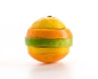 geschnittene Äpfel und orange Frucht Lizenzfreie Stockfotos