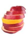Geschnittene Apfel- und Orangenscheiben Stockfoto