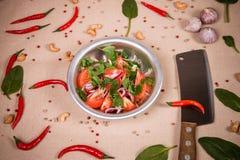 Geschnittene frische Tomaten und Zwiebeln Stockbilder