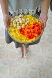 Geschnittene Frucht auf einer Platte Lizenzfreie Stockbilder