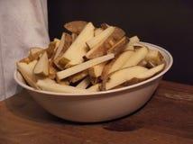Geschnittene grobe Kartoffel stockfotos