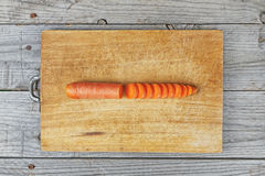 Geschnittene Karottenvorbereitung Lizenzfreie Stockfotografie