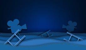 Geschnittene Kinopapierdekorationen mit dem Filmstreifenrahmen lokalisiert auf blauem Hintergrund Kleinbildkamera diapositive für stock abbildung