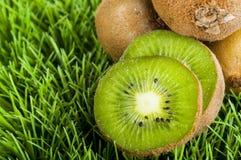 Geschnittene Kiwi-Frucht Stockbild