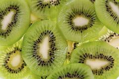 Geschnittene Kiwi-Frucht (Actinidia deliciosa) Stockbild