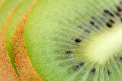 Geschnittene Kiwi-Nahaufnahme lizenzfreies stockfoto