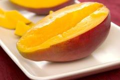 Geschnittene Mangofrucht Stockfotografie
