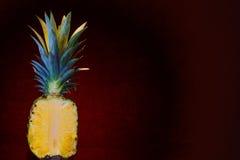 Geschnittene offene Ananas Lizenzfreies Stockfoto