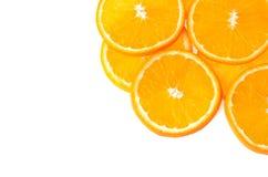 Geschnittene orange Frucht lokalisiert auf weißem Hintergrund Lizenzfreie Stockfotografie