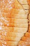 Geschnittene pan de Payes, ein rundes Brot typisch von Katalonien, Spanien Stockfotos