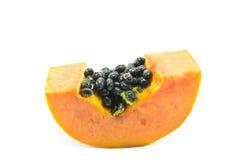 Geschnittene Papaya mit Samen auf weißem Hintergrund Lizenzfreie Stockfotografie