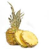 Geschnittene rohe Ananas Stockfotografie