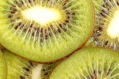 Geschnittene saftige Kiwi Ansicht von oben lizenzfreie stockfotos