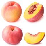 Geschnittene Sammlung des Pfirsiches Frucht lokalisiert auf weißem Hintergrund Stockfotos
