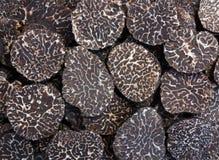 Geschnittene schwarze truffes stockfoto