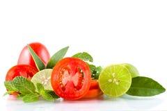 Geschnittene Tomaten mit Zitrone Stockfoto