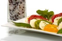 Geschnittene Tomaten und Mozzarella Stockbilder