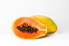 geschnittene und ganze frische Papaya Stockfotografie