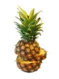 Geschnittene vertikale Ananas Lizenzfreie Stockbilder