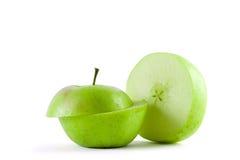 Geschnittener grüner Apfel Stockfotos