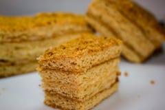 Geschnittener Honig-Kuchen Lizenzfreie Stockfotos