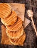 Geschnittener Honig-Kuchen Lizenzfreies Stockfoto