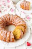 Geschnittener Kürbis Bundt-Kuchen mit Sugar Icing Stockfotos